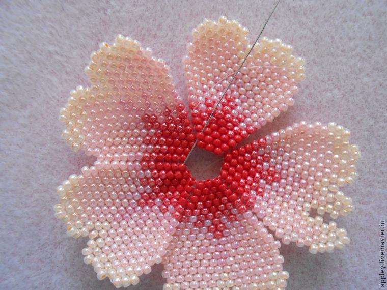 Как сделать маленький цветок из бисера 824