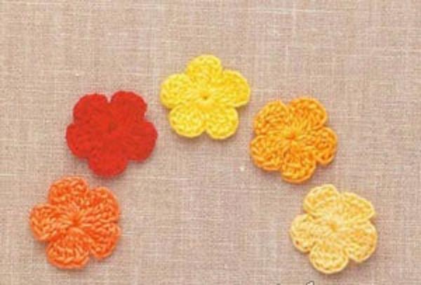 Вязать маленькие цветочки