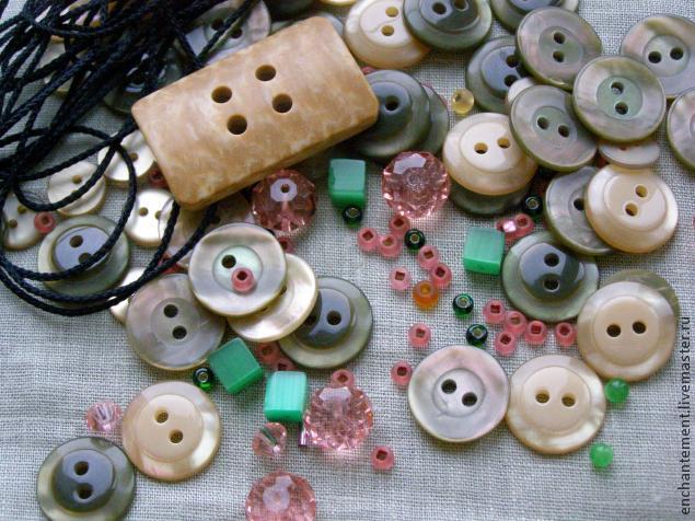 Делаем ожерелье из пуговиц - нет предела фантазии