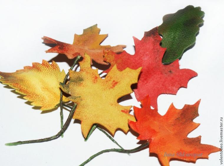 брошь листья