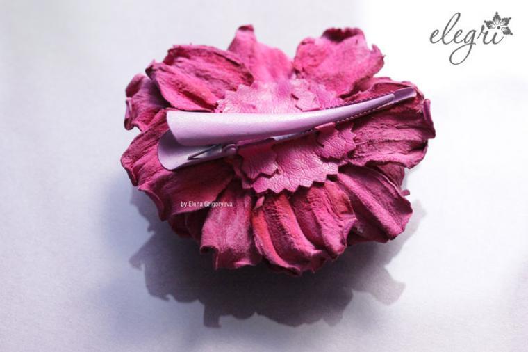 кожаные цветы, цветы из кожи, handmade, подарок своими руками, заколка с цветами