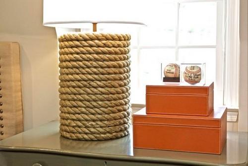 Веревочный декор настольной лампы