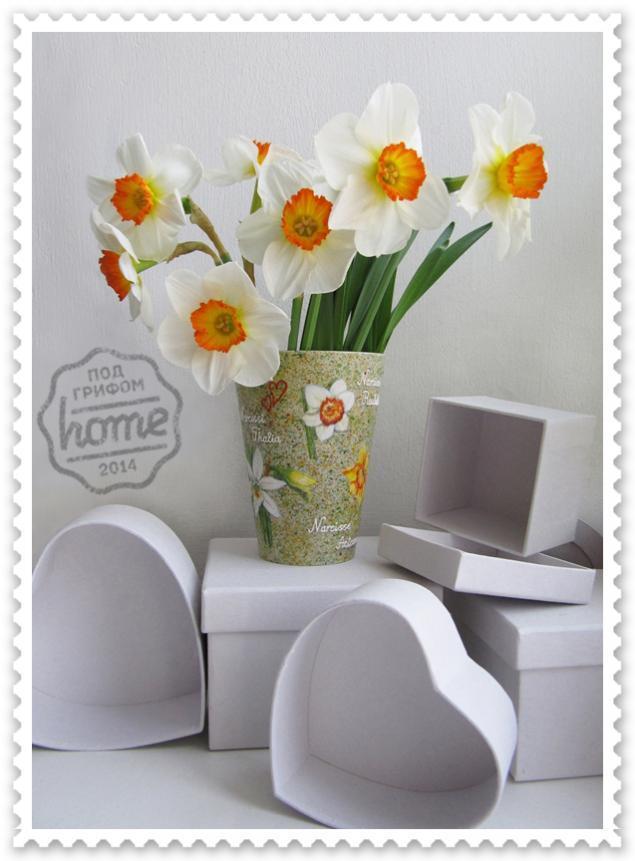 нарциссы, ваза с цветами
