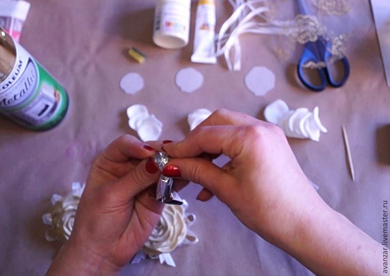 Создаем заколки с кружевом и золотыми розами из фоамирана, фото № 5