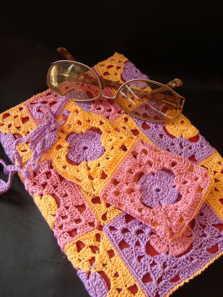 вязание крючком, чехол на чашку, для книголюба, очечник на завязках, подарок для мамы
