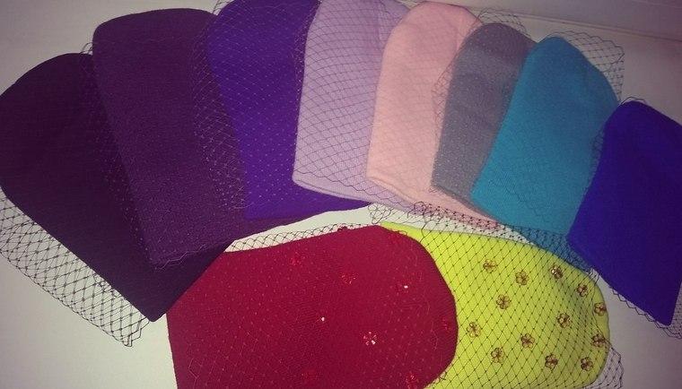 шапочки, распродажа готовых работ, теплые вещи, красный, лавандовый, серый