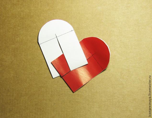 Сложенные сердечки из бумаги