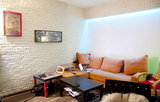 покраска кирпичной стены в квартире