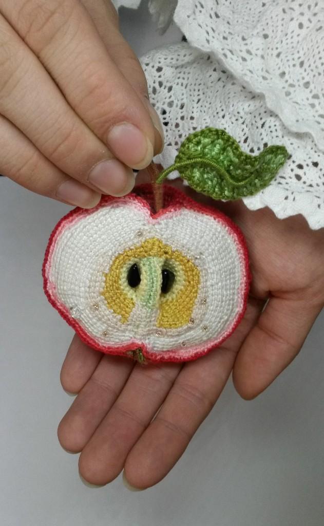 яблочная брошь