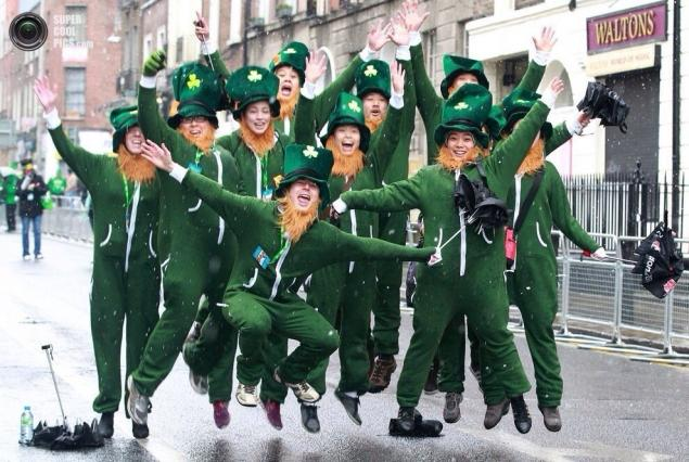 день святого патрика, ирландия, праздник, празднование в москве, лепрекон, шляпа лепрекона, зелёный цвет, клевер, четырёхлистник