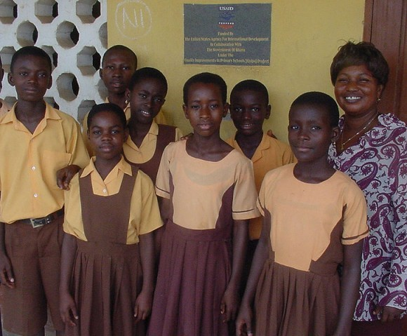 Ученицы школы в Гане