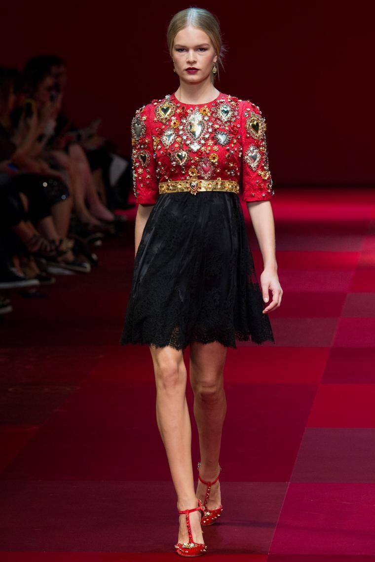 Черное кружевное с розами платье дольче габбана