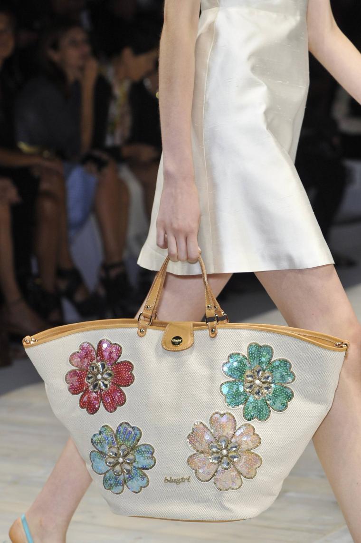 сумочка с вышивкой