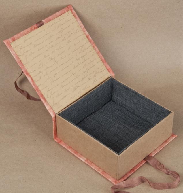 Картонная шкатулка обшитая тканью