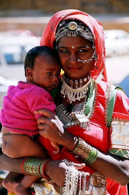 India |  Mother and child photographed in Jaisalmer, Rajasthan | © Isabelle Chauvel