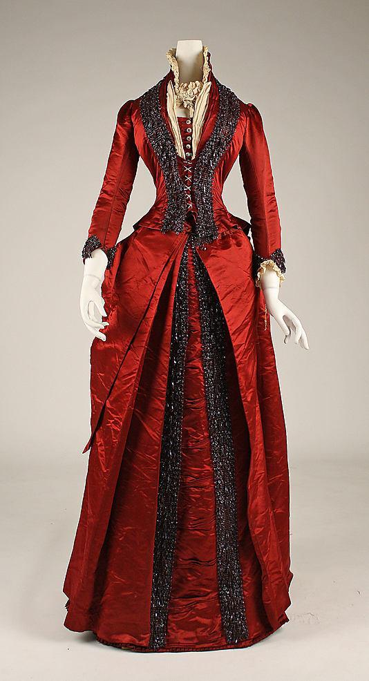 Исторические женские костюмы