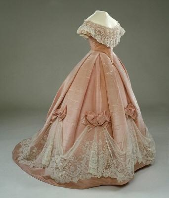 Женское платье 19 века напрокат