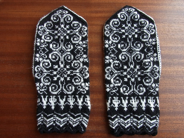 Вязание варежек спицами  knitkaru