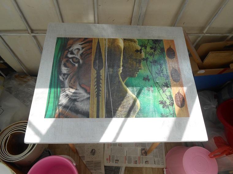 декупажные карты, перекраска стола, древние статуи