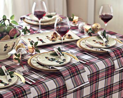 love the tartan tablecloth & napkins:)