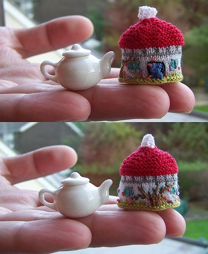 teeny tiny Cottage Tea Cozy