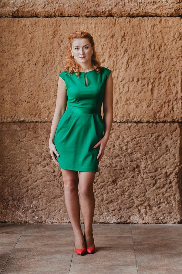 зёлёное платье, платье на заказ, трикотажное платье, коктейльное платье, платье для корпоратива, дизайнерская одежда, платье для коктейля, вечеринка, платье с коротким рукавом, однотонный цвет