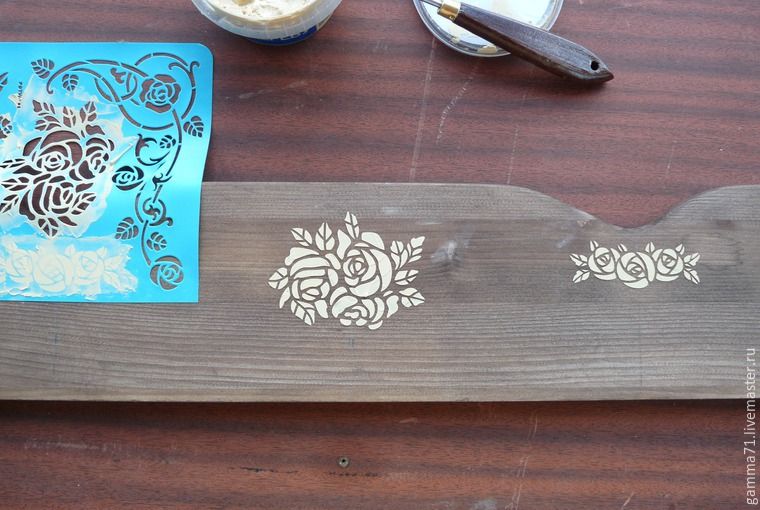 Decorating a Wooden Shelf with a Stencil, фото № 4