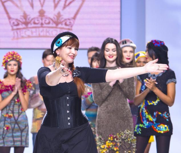 анна лесникова, показ, модное событие, мир моды, fashion, от кутюр, вязаное платье, вязаная одежда, стиль, красота, спасет, мир