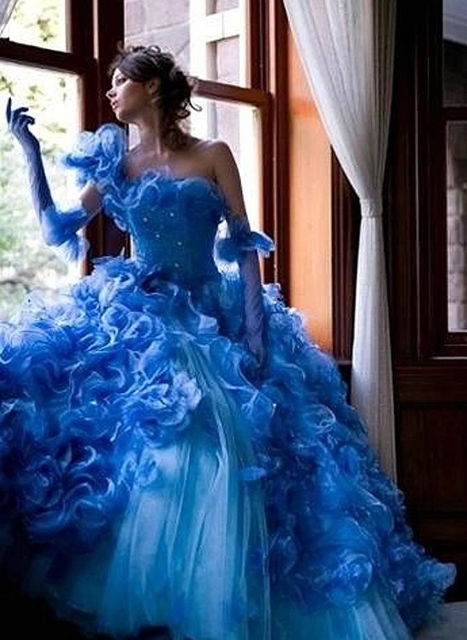 Свадебное платье бело синее фото