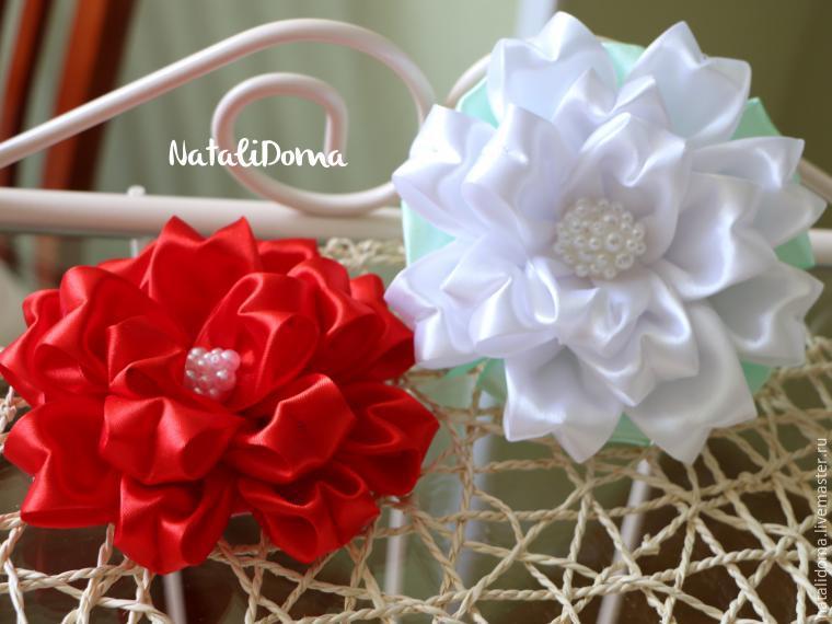 Цветы и бантики из атласной лент