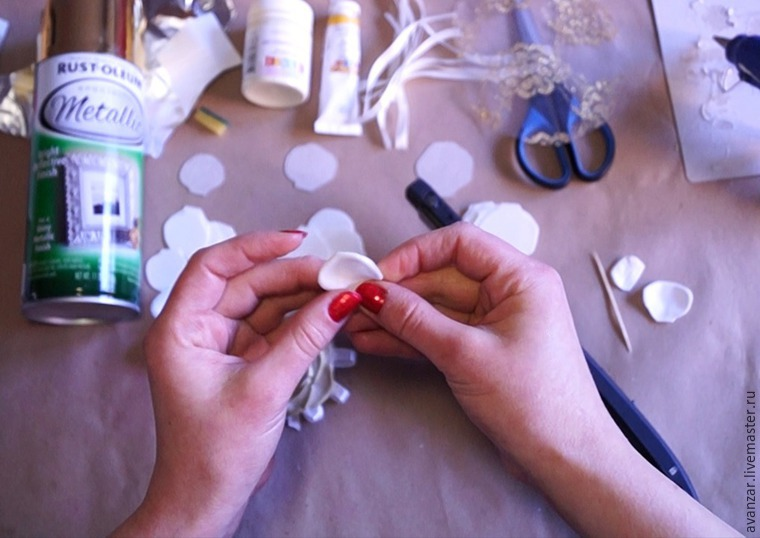 Создаем заколки с кружевом и золотыми розами из фоамирана, фото № 4