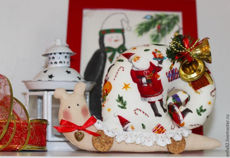 розыгрыш, конфетка, розыгрыш конфетки, улитка, тильда, тильда улитка, новый год, новый год 2015, украшение интерьера, интерьерная игрушка, новогодняя игрушка, новогодняя композиция, ёлочные игрушки, игрушка под ёлки, зима, праздник, подарок, конкурс