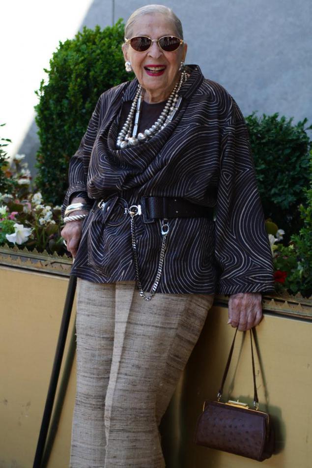 фото у пожилых тёток на прогулке