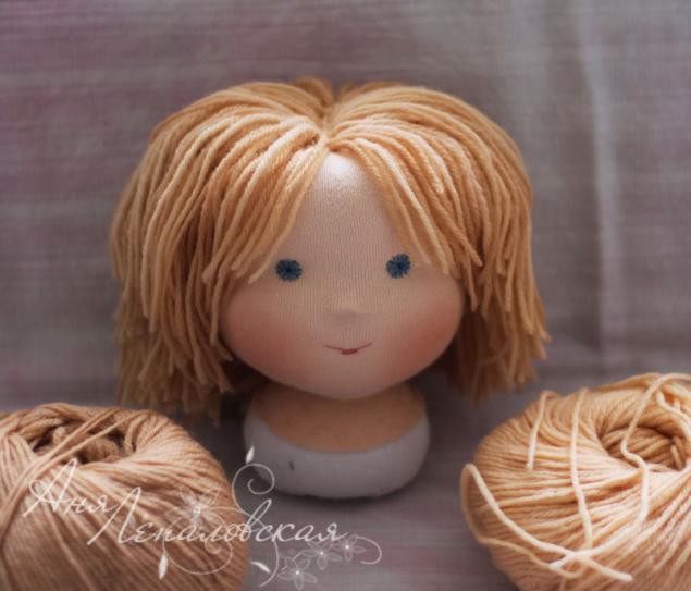 как пришить волосы кукле из пряжи