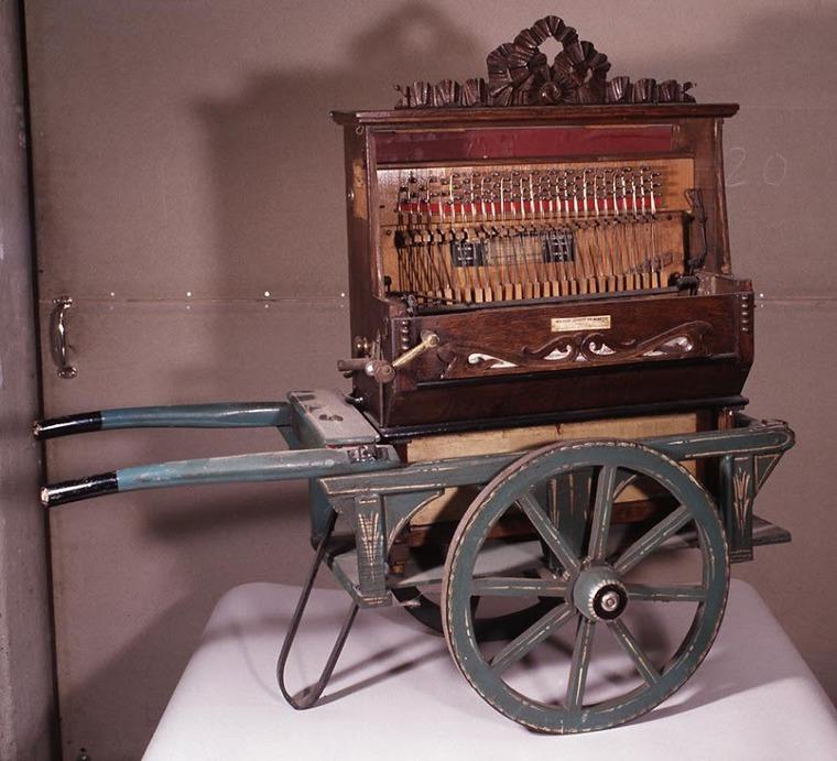 Музыкальный инструмент шарманка картинки