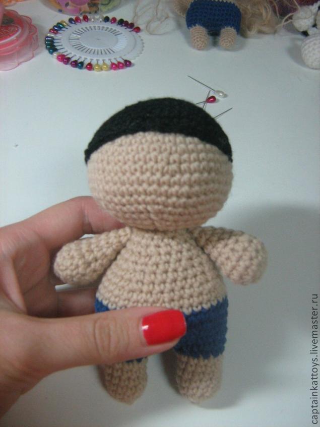 Как сделать волосы из ниток вязаной кукле