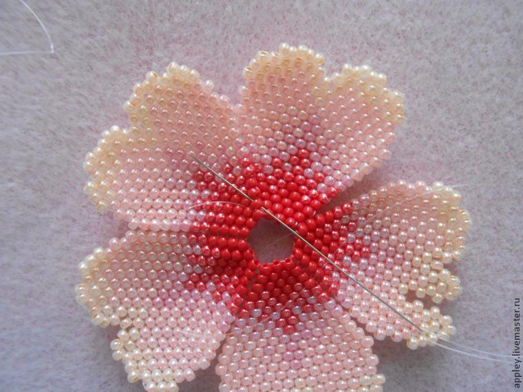 How to Make a Small Flower out of Beads, фото № 33