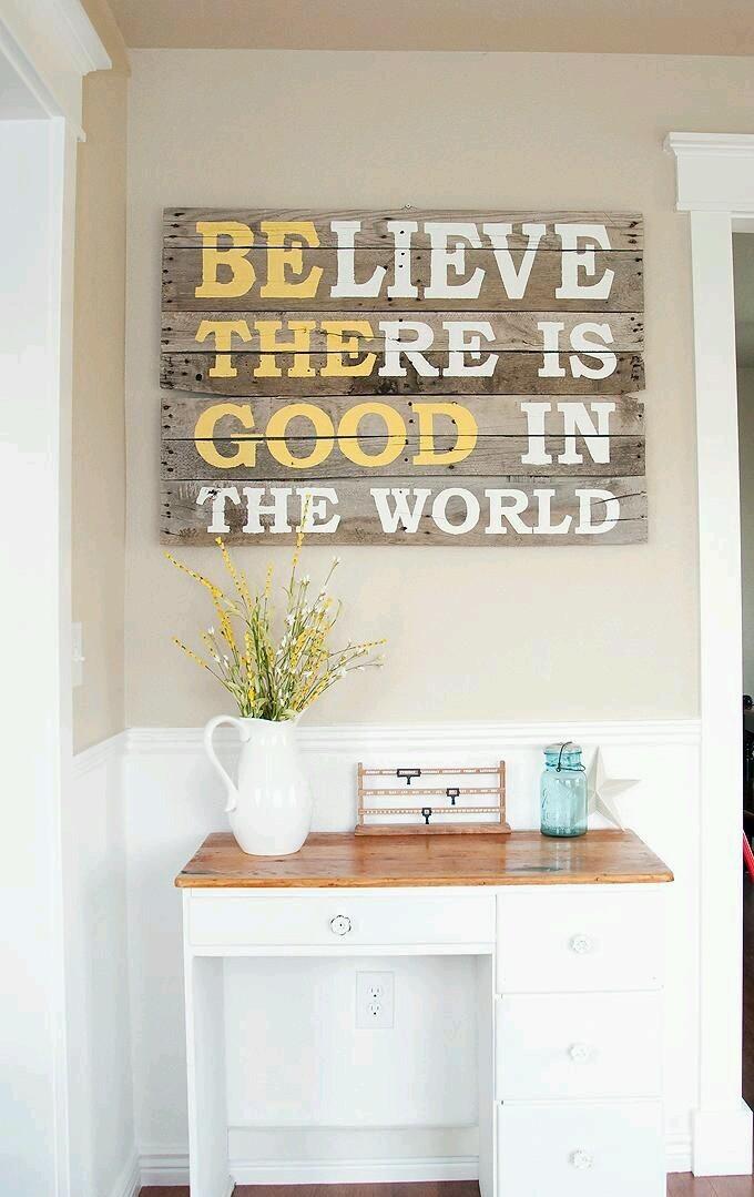 фраза, надпись на дереве, жизнь, интерьер гостиной, слова в интерьере
