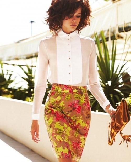 С чем носить яркую юбку с цветами