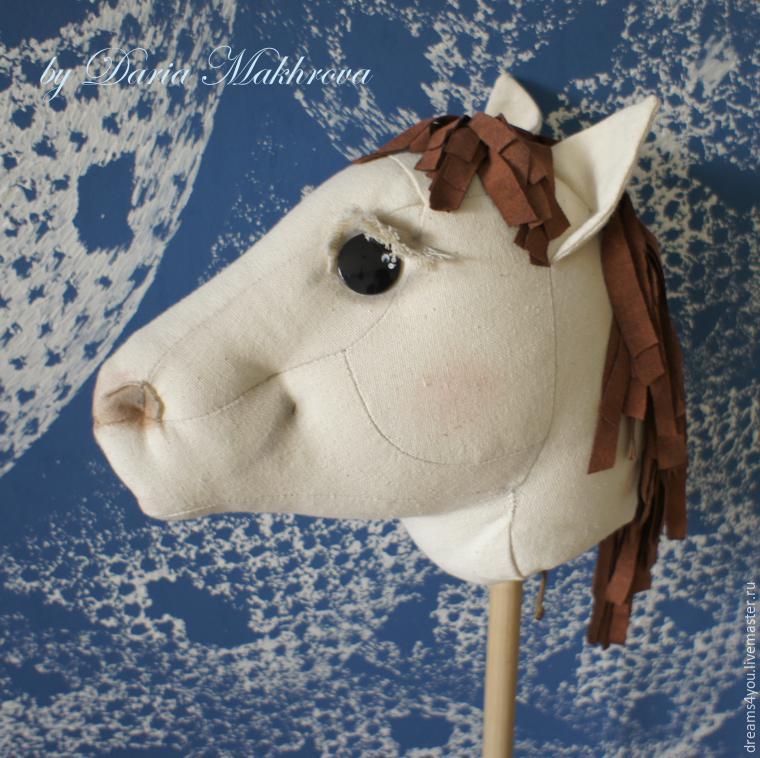 лошадь на палке