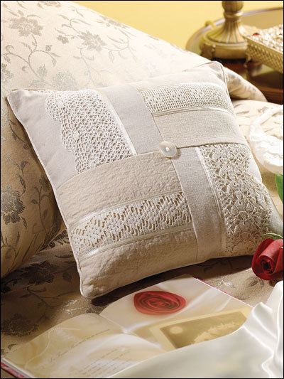 Подушка с кружевом своими руками