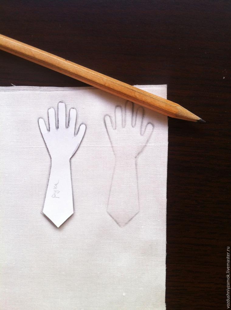 Как аккуратно выполнить маленькую текстильную ручку для куклы