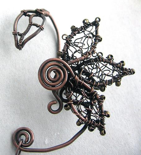 К бижутерной проволоке относятся также проволока для плетения жестких конструкций из бисера и специальная вязальная...
