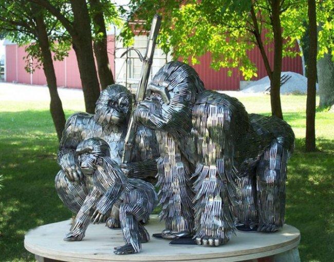 Скульптуры из столовых приборов (14 фото)