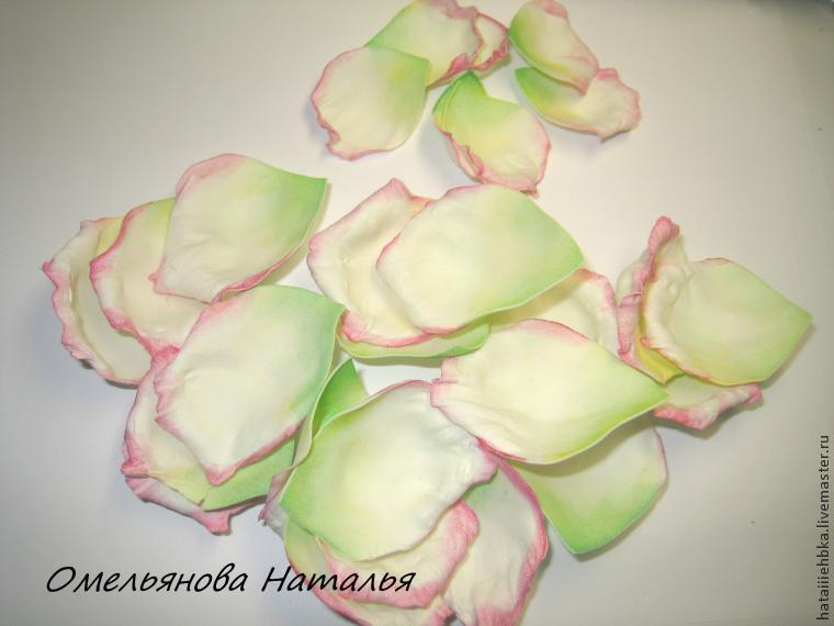 Розы из фоамирана своими