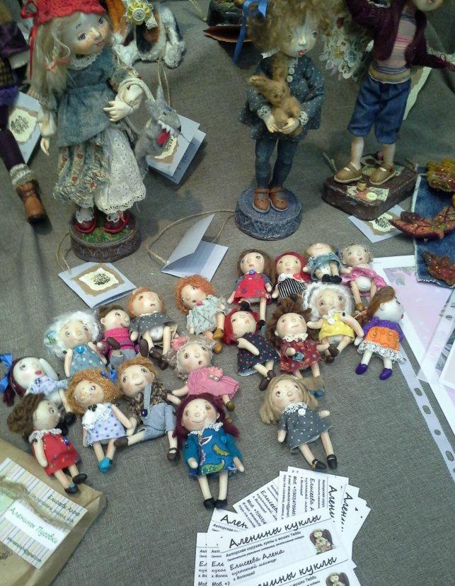 выставка, продается кукла