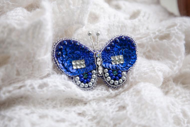 бабочка-брошь