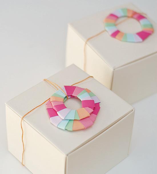 Как интересно украсить коробку для подарка 78