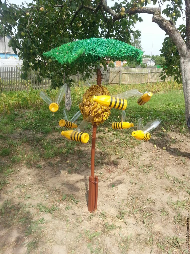 Пчела из пластиковых бутылок для сада