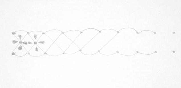 а) Достаточно простой орнамент